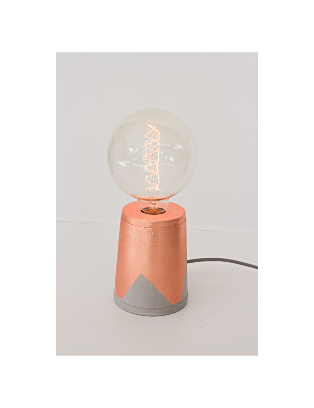 Lampe cuivrée pieds de biche beton made in belgium
